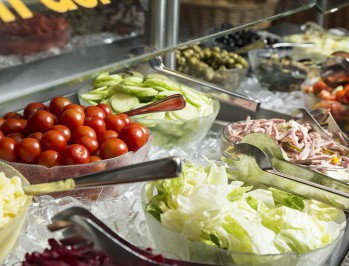 Rastland Nassereith Salatbuffet mit frischen Salaten der Saison